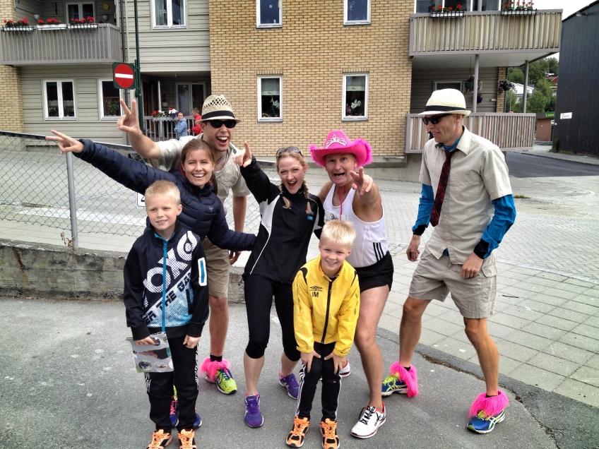 """Anne Berit og Silvana sammen med våre venner på det svenske laget """"Kung Sture""""."""